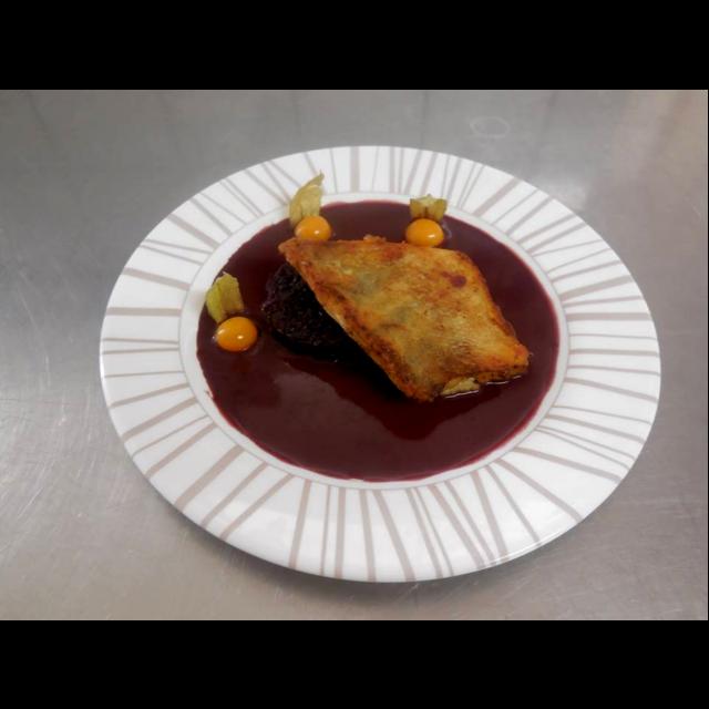 filet de sandre au vin rouge sur lit d'echalottes